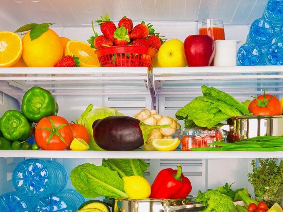 Guardar correctamente los alimentos en la nevera ayuda a organizar una dieta saludable.
