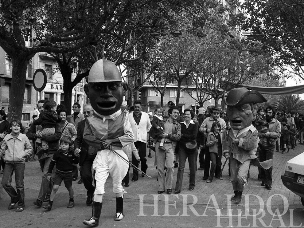 1980. Cabezudos.