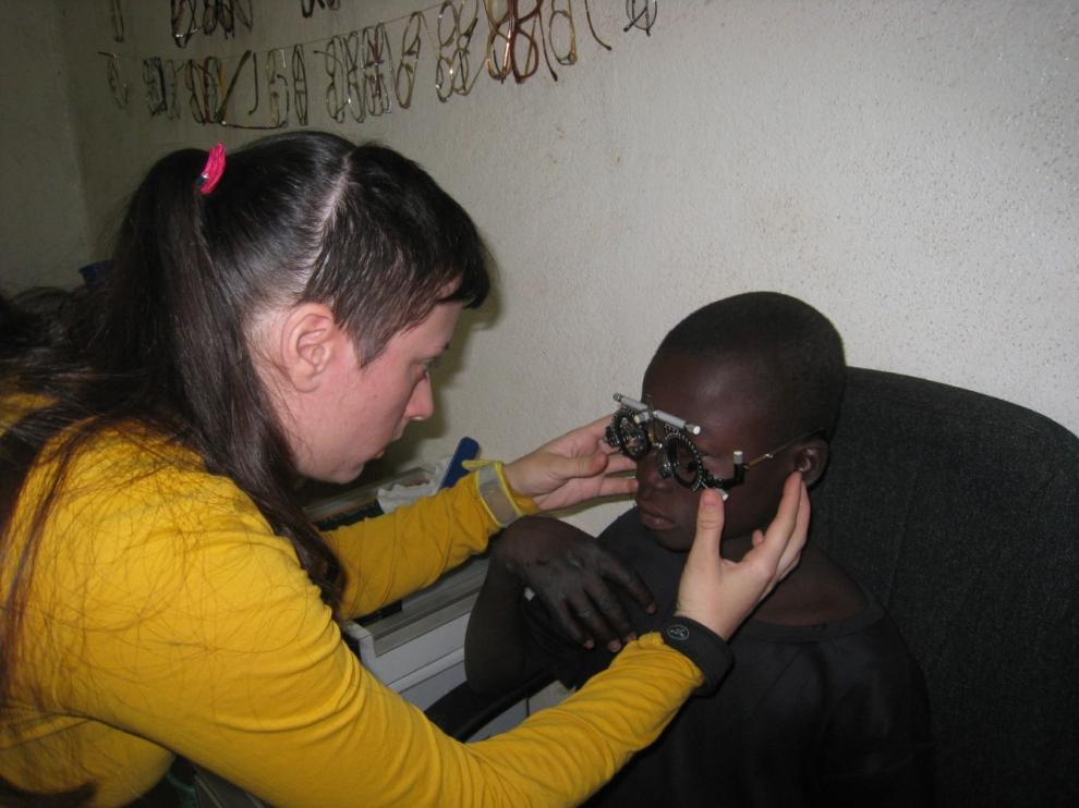 Almudena Bea Martínez, óptica-optometrista zaragozana que viajó a Chad junto a la Fundación Ilumináfrica.