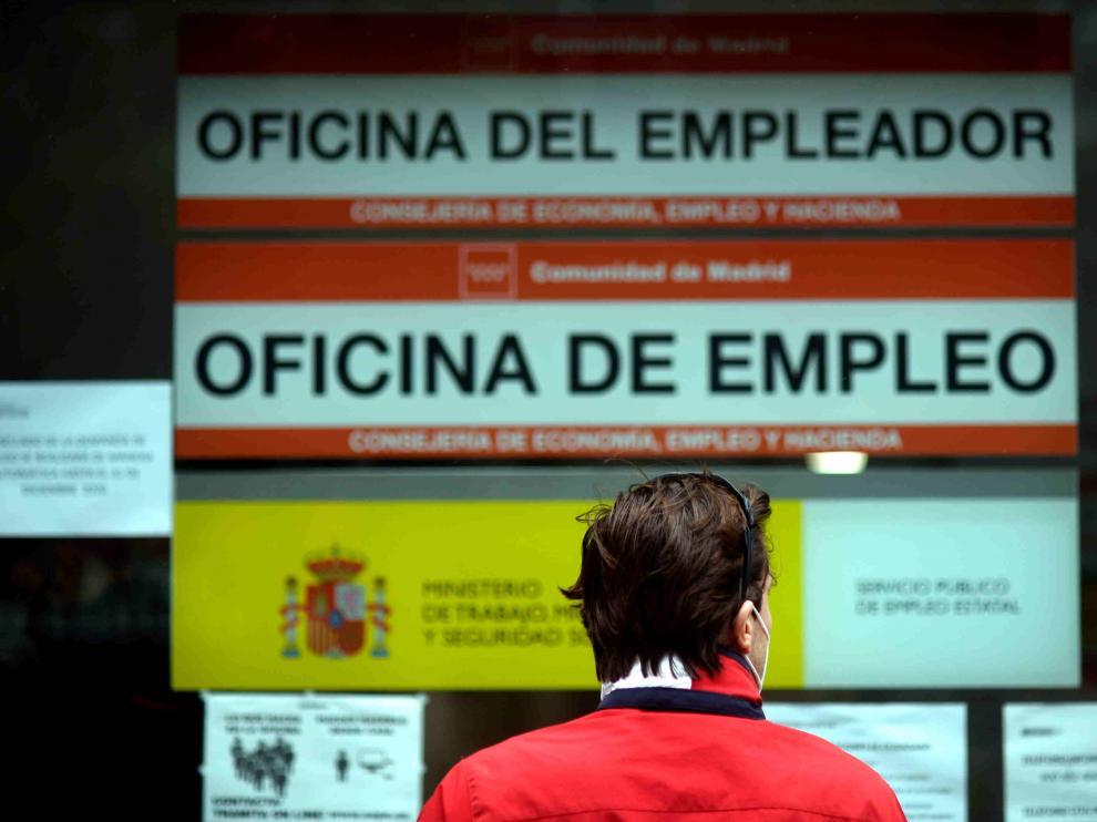 Una persona en una Oficina de Empleo en Madrid