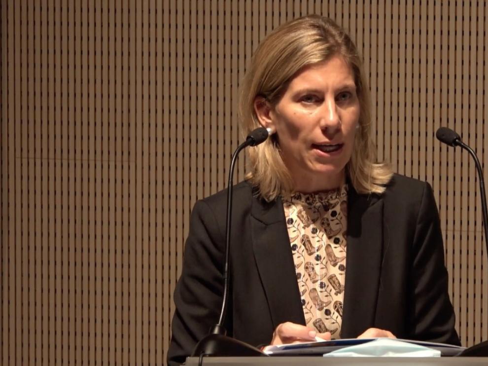 Susana Gómez, subdirectora adjunta de Vehículos de la DGT, en su intervención ayer en la jornada sobre logística en Etopía.