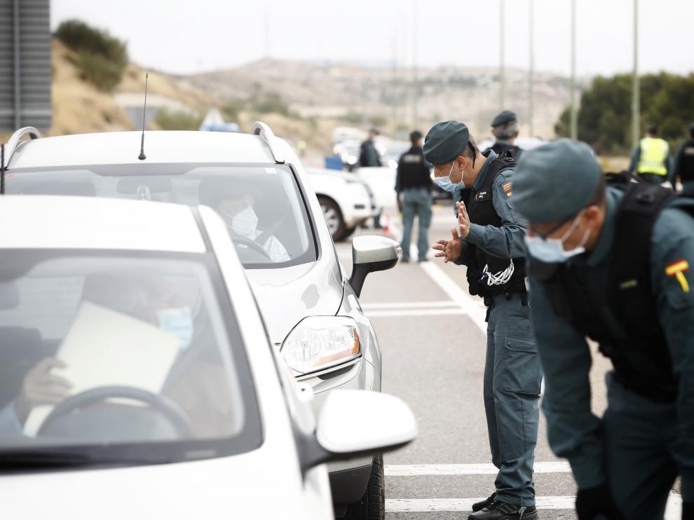 Controles en en los accesos a Zaragoza en el primer día de confinamiento perimetral.