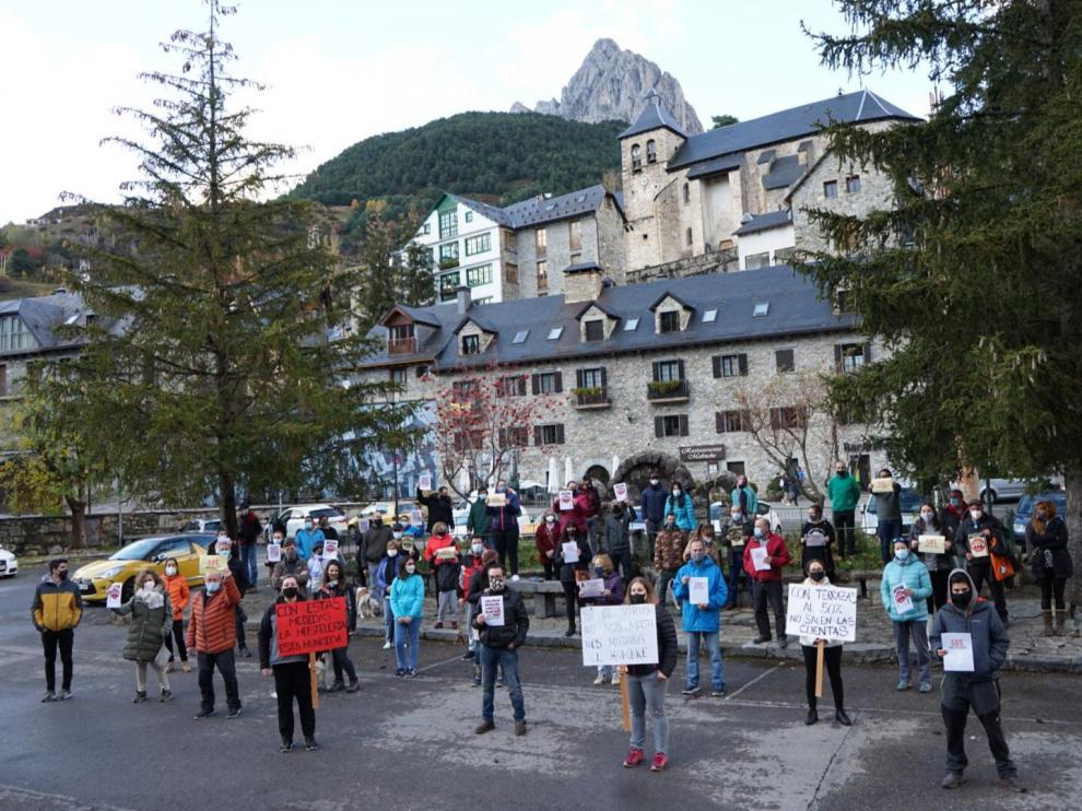 Concentración de hosteleros del valle de Tena en Sallent de Gállego
