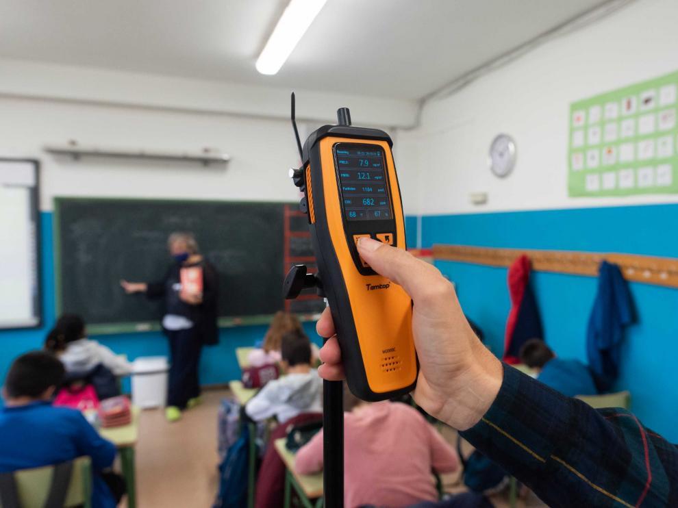 Para prevención de la covid-19, se recomienda comprobar con un medidor de CO2 que no se superan las 700 ppm en el aula