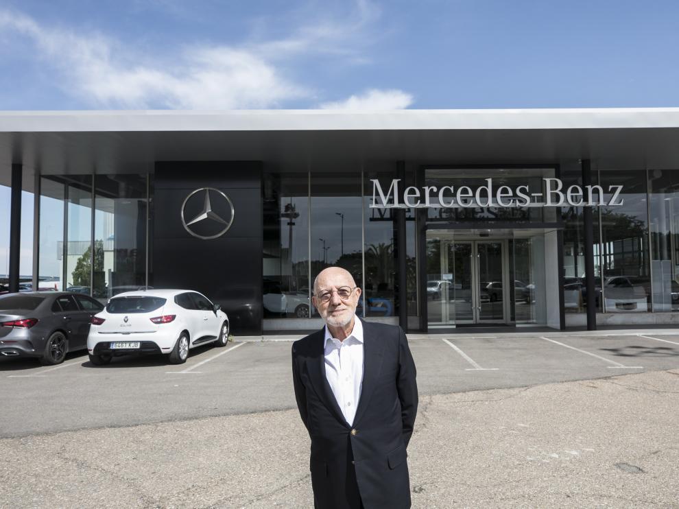 Juan Calvo, presidente de Ágreda Automóvil, en su concesionario Mercedes-Benz de Zaragoza.