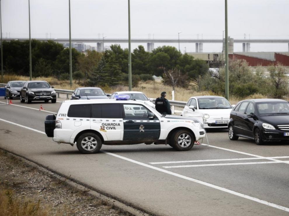 Controles en los accesos a Zaragoza por el confinamiento perimetral.