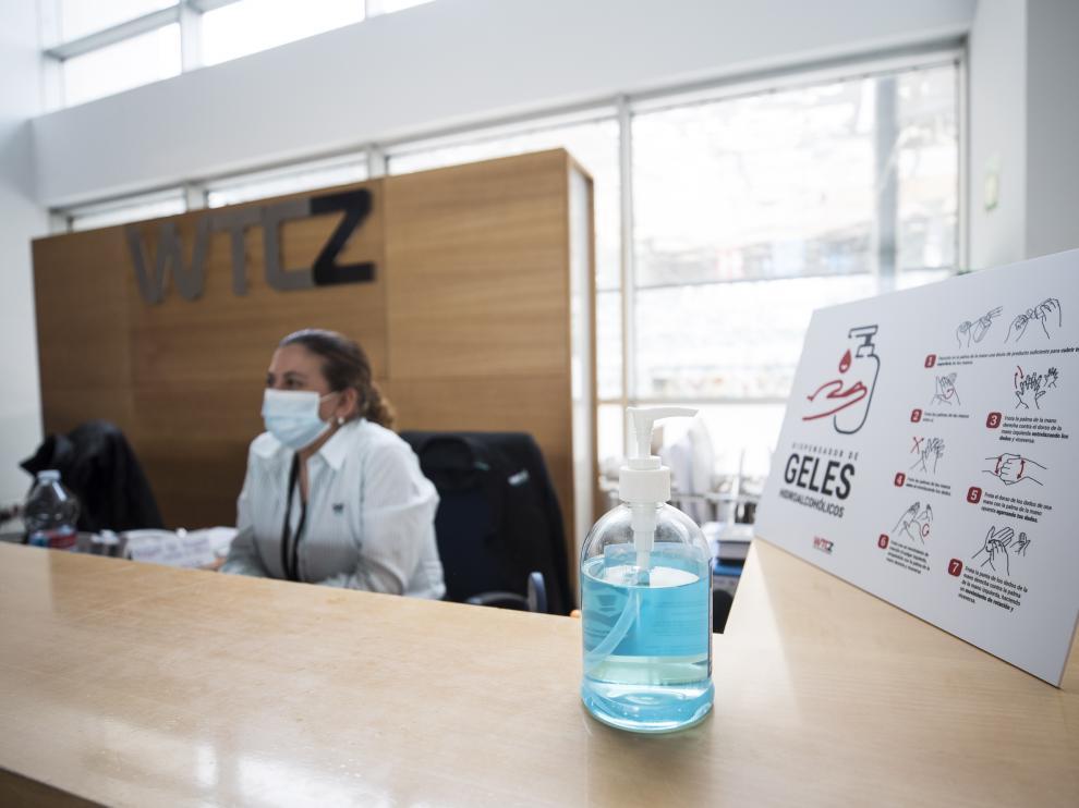 Medidas de seguridad en un edificio de oficinas de Zaragoza.
