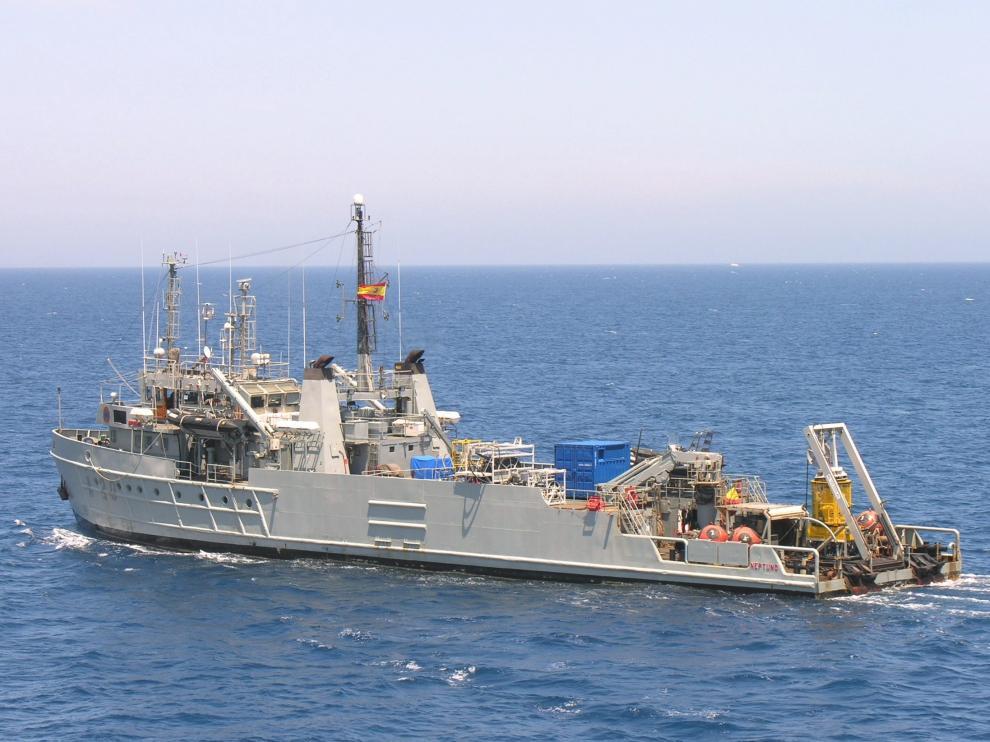 El buque de la Armada 'Neptuno', que ha localizado la avioneta.
