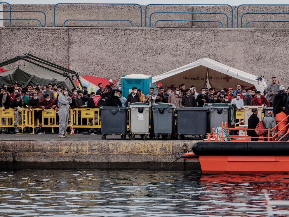 Rescatan 14 pateras con 320 personas en aguas próximas a Canarias.