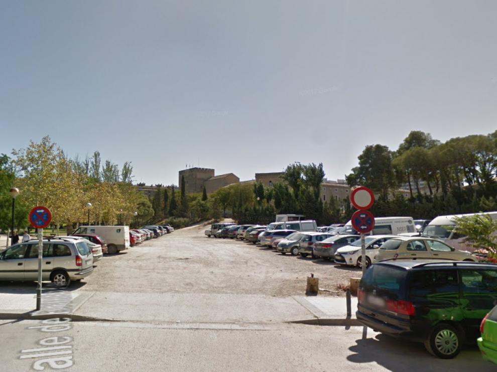 La denunciante asegura que la agresión sexual se produjo en este descampado junto a la calle de Reina Felicia, en Zaragoza.