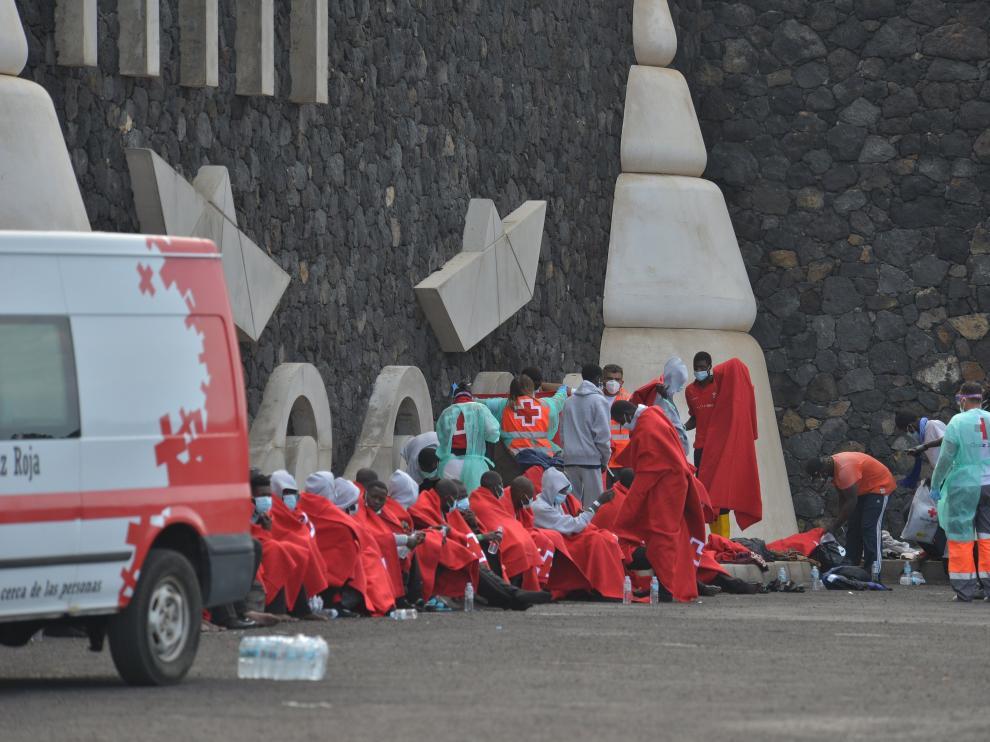 Inmigrantes llegados al puerto de La Restinga, en El Hierro.