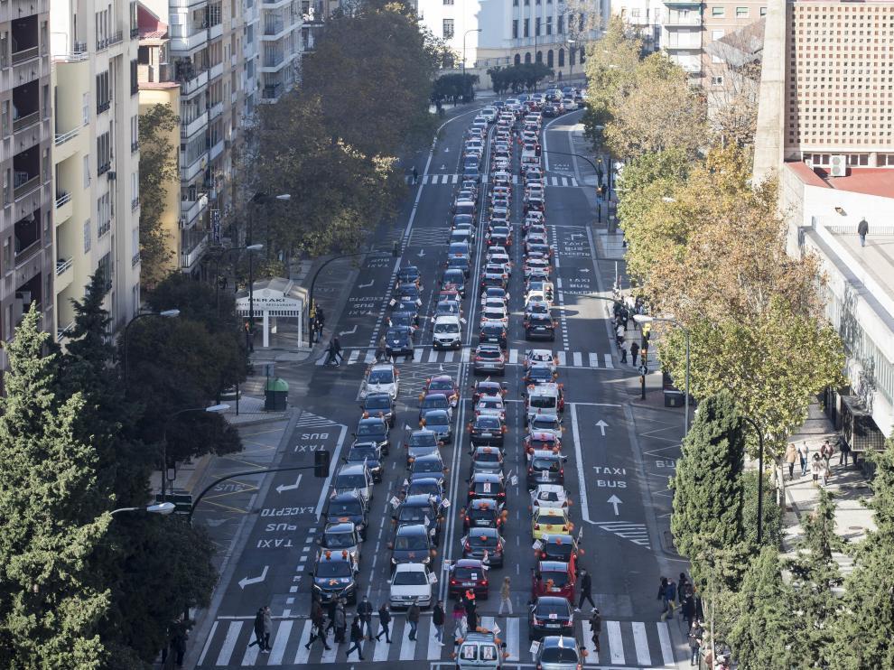 Un momento de la manifestación contra la ley Celaá en Zaragoza.