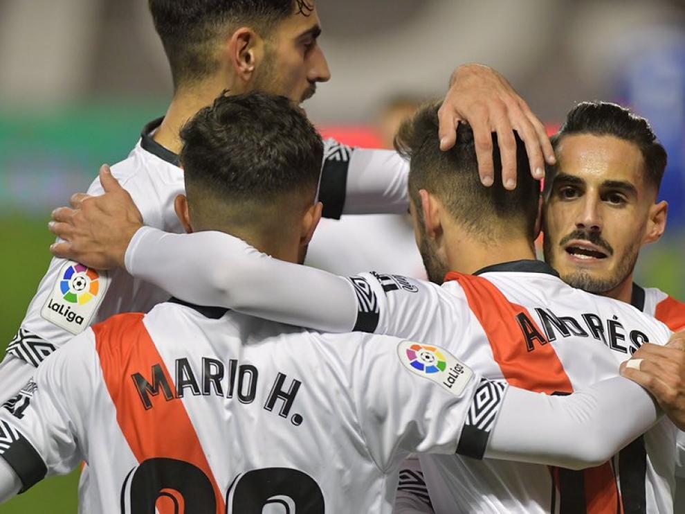 Celebración de un gol de los jugadores del Rayo.