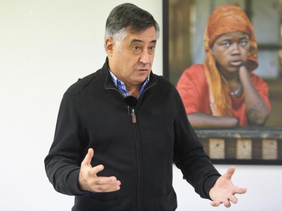 Gervasio Sánchez durante la presentación de su exposición fotográfica en el C.C: Manuel Benito Moliner.