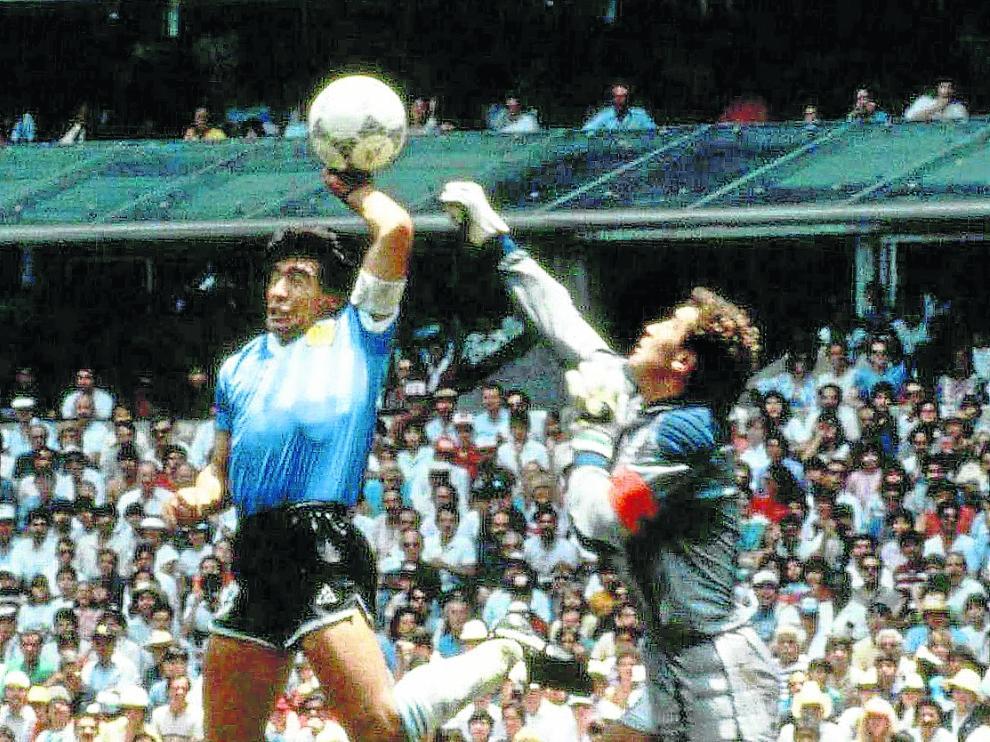 Gol metido con la mano por Maradona ante Inglaterra