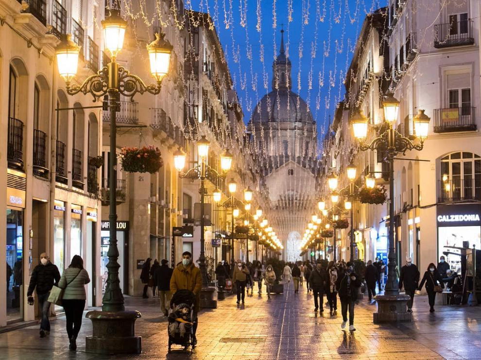 Iluminación navideña en la calle Alfonso de Zaragoza