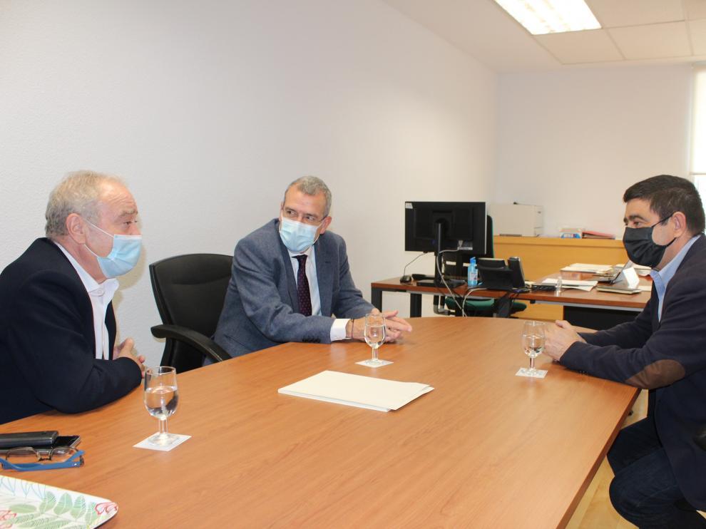 Miguel Gracia, a la izquierda, reunido con Boya y Reyes.