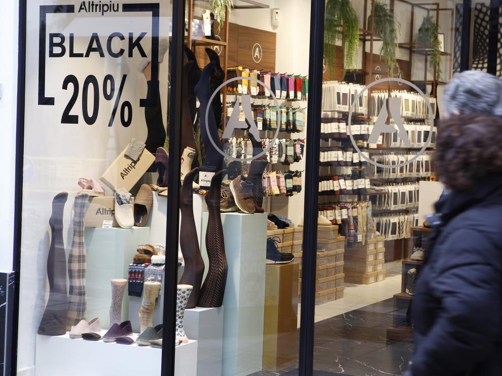 Muchos establecimientos anuncian ya descuentos de hasta el 20% en sus escaparates