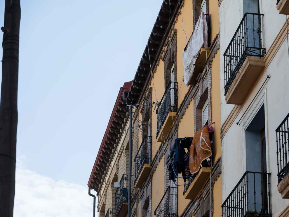 Tres okupas, detenidos por arrojar objetos desde un tejado de la calle Pignatelli