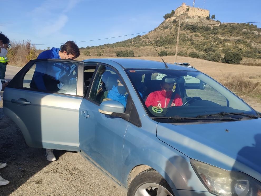Los jugadores del Barbastro recogieron con sus automóviles a los del Utebo.