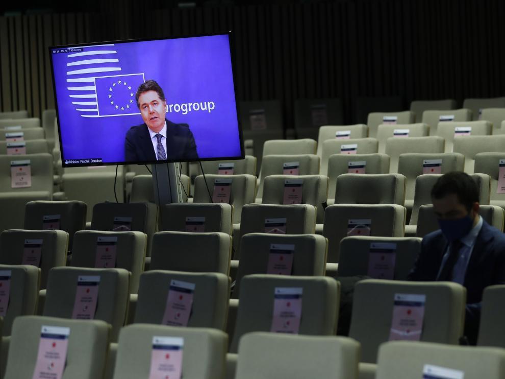 El presidente del Eurogrupo, Paschal Donohoe, durante la reunión virtual de este lunes.