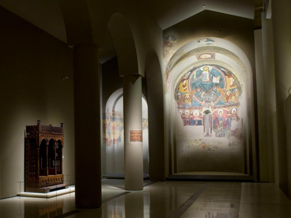 Pinturas románicas de Sant Climent de Taüll que exhibe el MNAC.