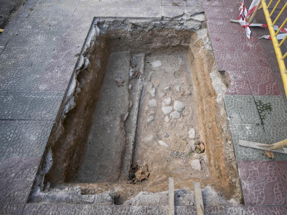 Imagen de una de las catas arqueológicas realizadas en la plaza de Santa Engracia