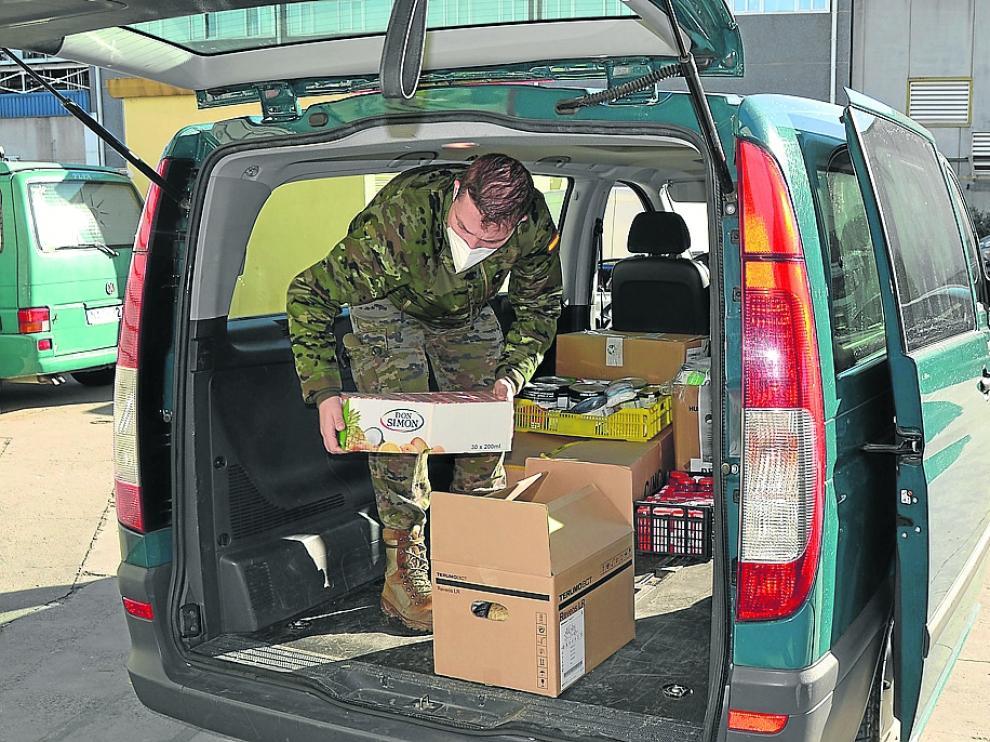 Entrega esta semana de 800 kilos de diversos alimentos donados por el personal militar de Aragón.