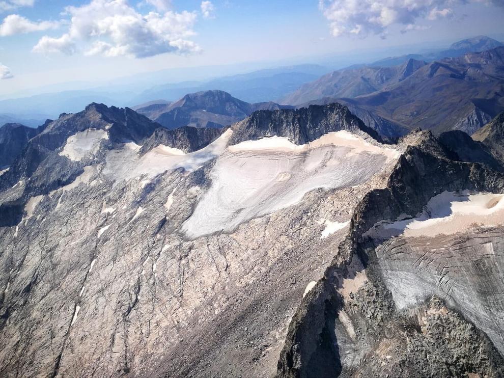 Imagen aérea del glaciar del Aneto, el más grande de toda la cordillera pirenaica.