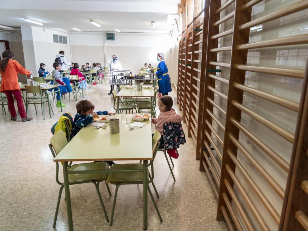 Gimnasio del colegio La Fuenfresca de Teruel que ha sido habilitado como comedor escolar por la Pandemia de Covid - 19. Foto Antonio Garcia/Bykofoto. 04/12/20[[[FOTOGRAFOS]]]