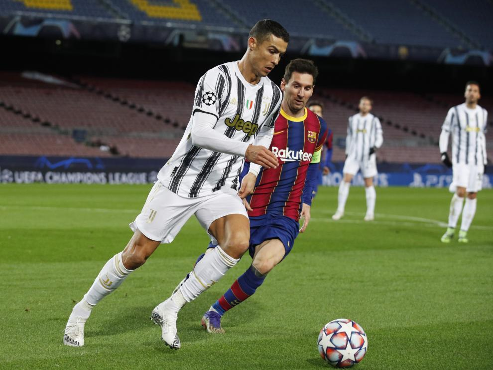 Soccer Football - Champions League - Group G - FC Barcelona v Juventus - Camp Nou, Barcelona, Spain - December 8, 2020 FC Barcelona's Lionel Messi in action with Juventus' Cristiano Ronaldo REUTERS/Albert Gea[[[REUTERS VOCENTO]]] SOCCER-CHAMPIONS-FCB-JUV/REPORT