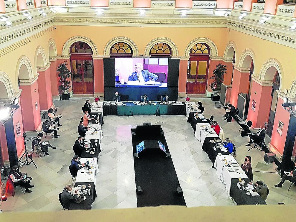 Reunión sectorial de Agricultura, ayer, en un momento en el que interviene Joaquín Olona.