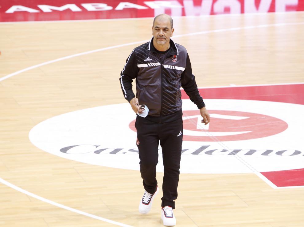 Sergio Hernández, entrenador del Casademont Zaragoza, en el pabellón Príncipe Felipe.
