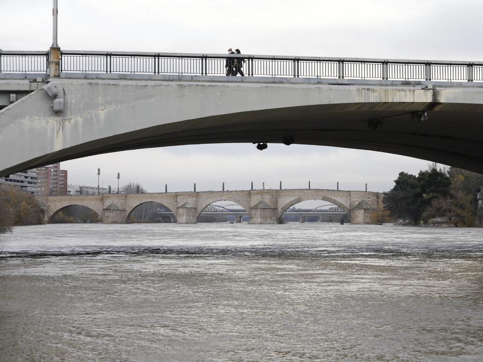 Crecida del río Ebro a su paso por Zaragoza