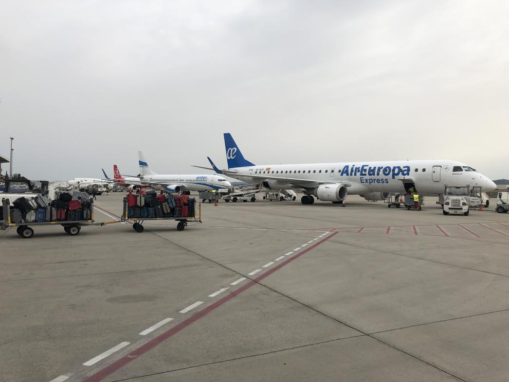 Un avión de Air Europa, que mantiene su conexión regular con Palma de Mallorca, en el aeropuerto de Zaragoza. aena