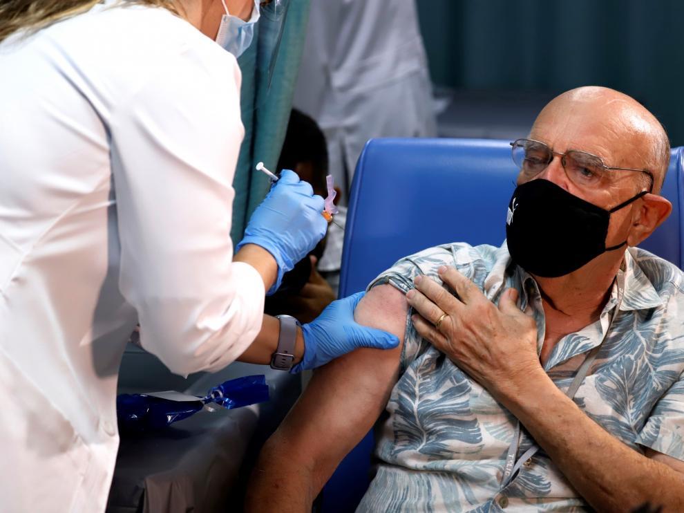 Puerto Rico, a la vanguardia mundial, inicia la vacunación contra la covid-19