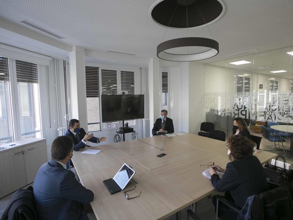 Los representantes de la UZ, Ayuntamiento de Zaragoza, ONCE y FCC se reunieron en las instalaciones de HERALDO.