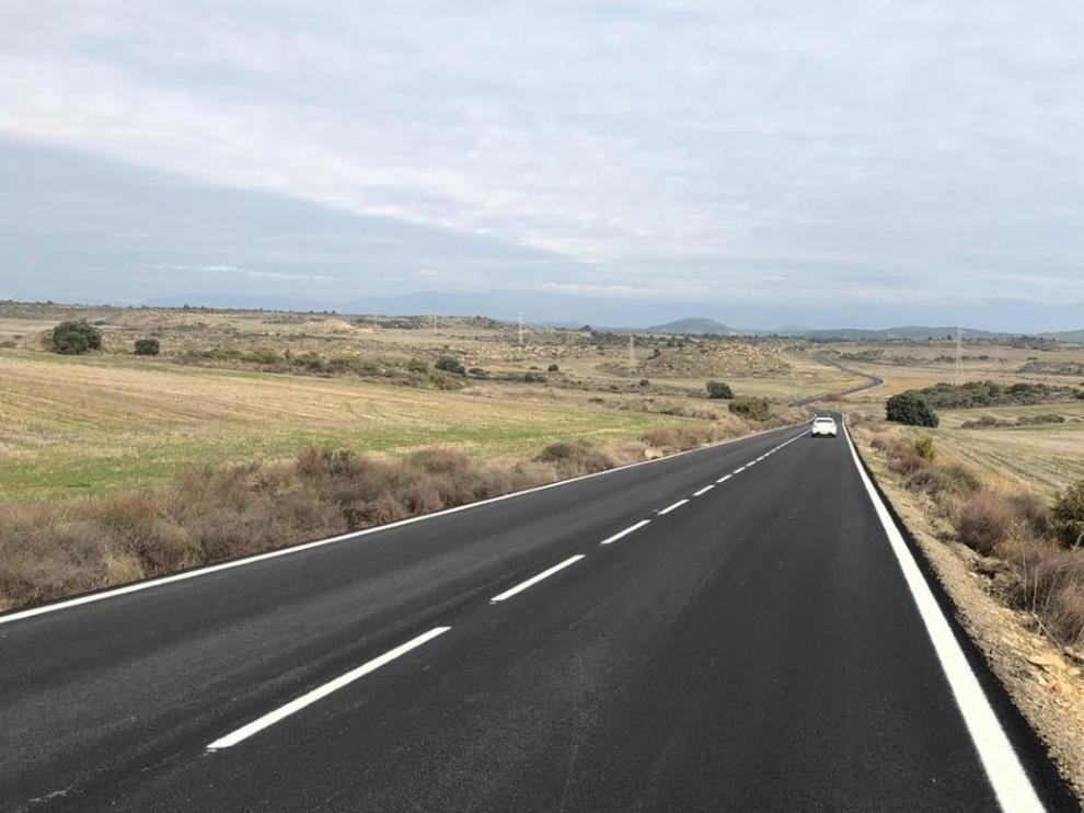 Carretera que conecta Puendeluna y Marracos.