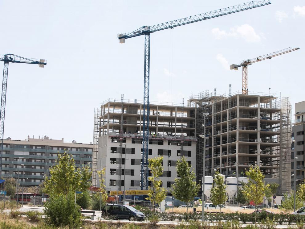 Obras de construcción de una promoción de viviendas en el barrio de Parque Venecia.
