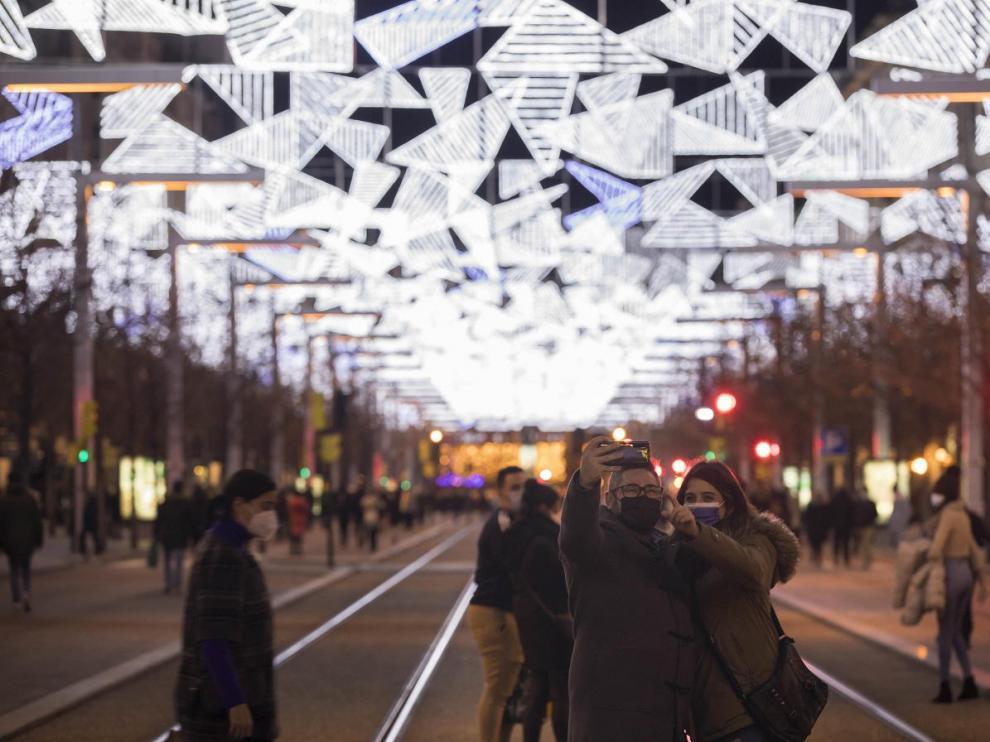 Luces de Navidad en el paseo de la Independencia de Zaragoza.