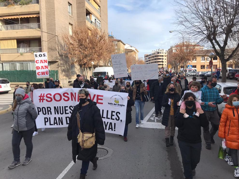 Multitudinaria manifestación en Huesca del sector de la nieve en el Pirineo