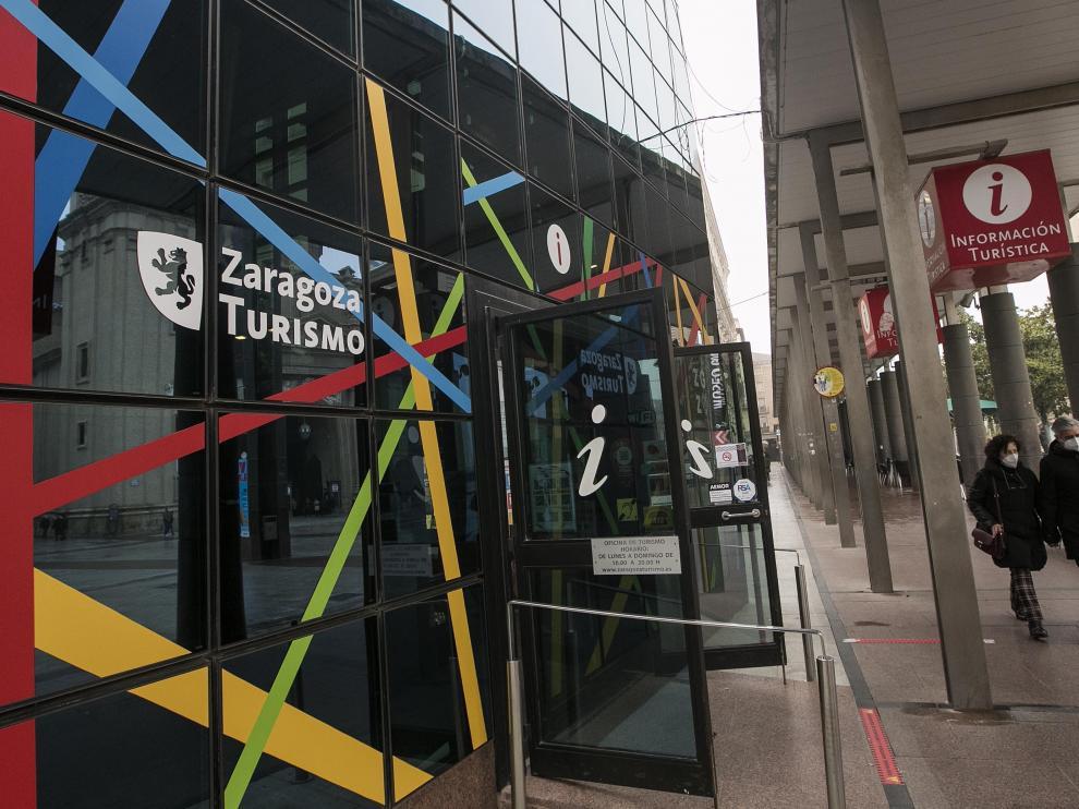 La oficina de Zaragoza Turismo de la plaza del Pilar.