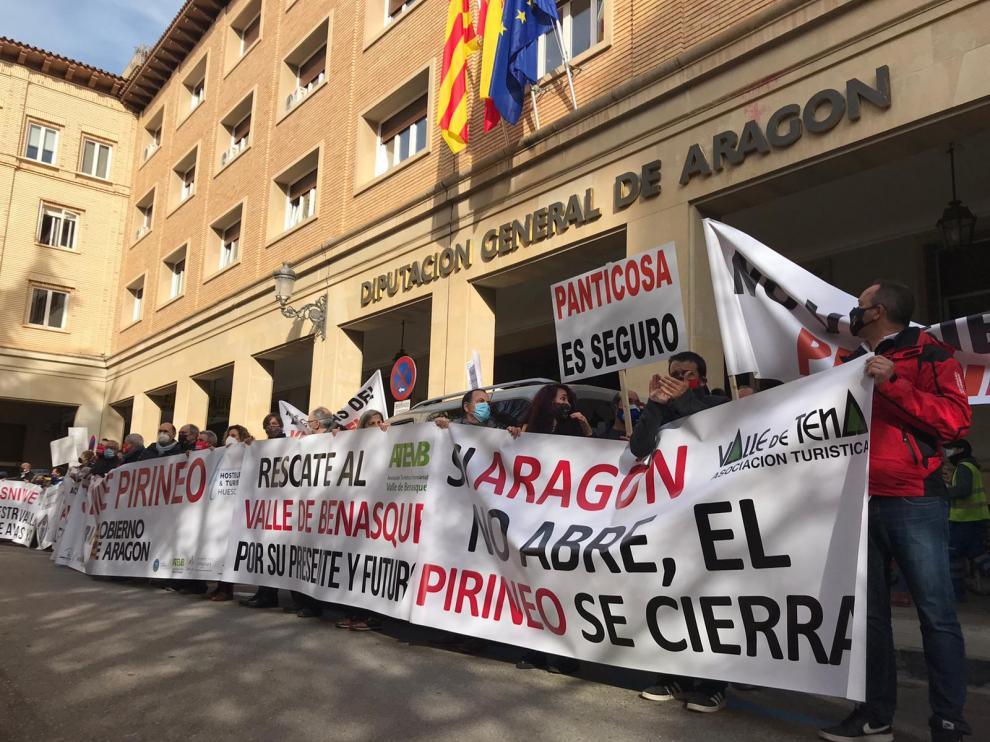 Protesta del sector de la nieve en Huesca.
