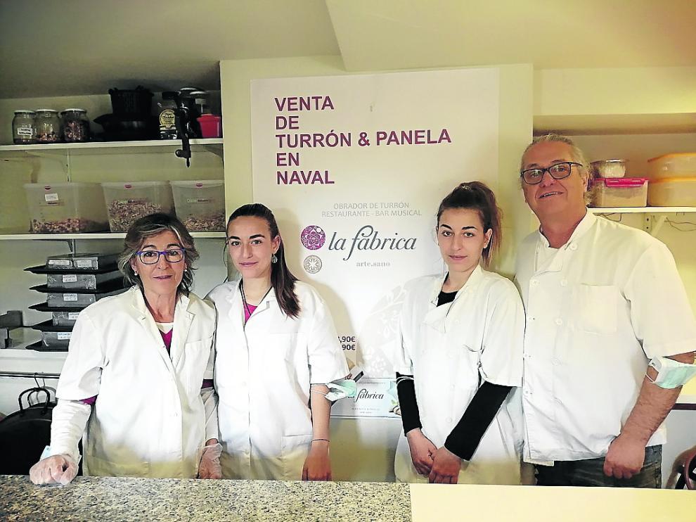 Claudio Ramírez, junto a Inma Bielsa y sus hijas Alba y Laura. ha