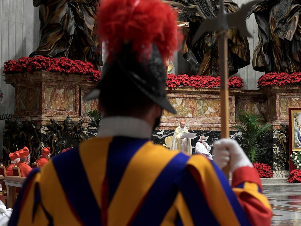 Un momento de la misa de Fin de Año en el Vaticano, oficiada por el cardenal Re.