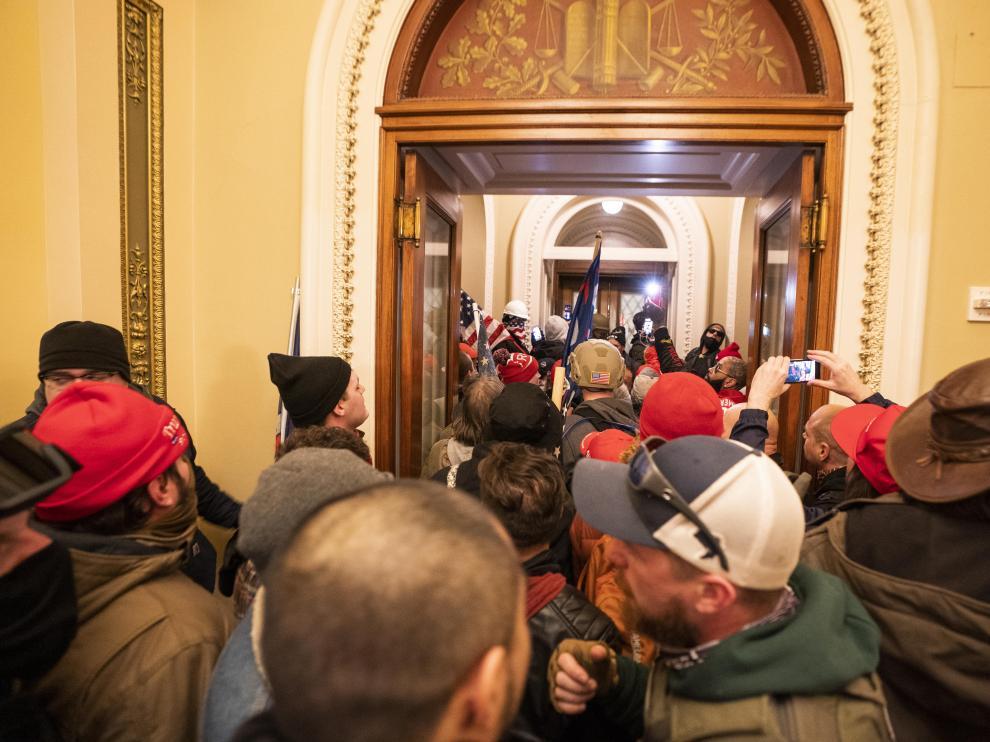 Las imágenes más impactantes del asalto al Capitolio de EE. UU.