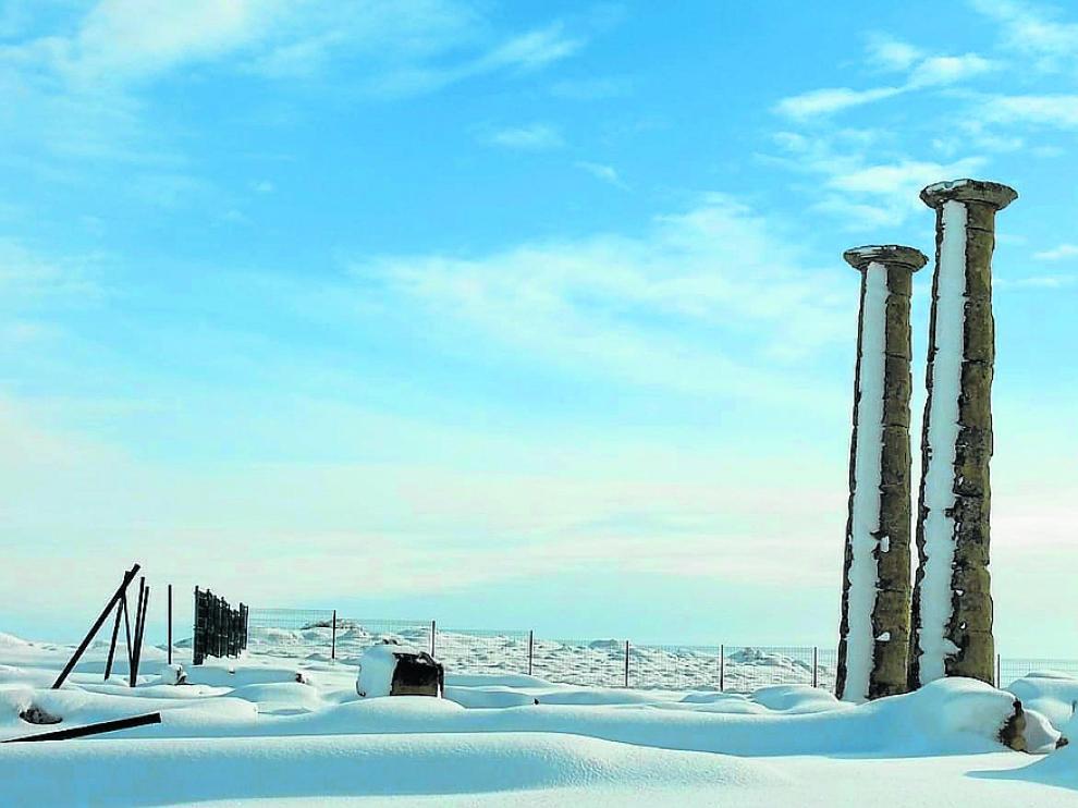 El yacimiento de Los Bañales, cubierto por el blanco de las últimas nevadas.