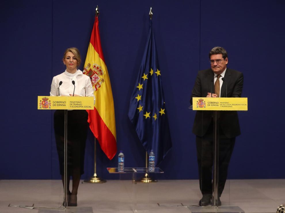 La ministra Trabajo y Economía Social, Yolanda Díaz, y el ministro de Seguridad Social y Migraciones, José Luis Escrivá