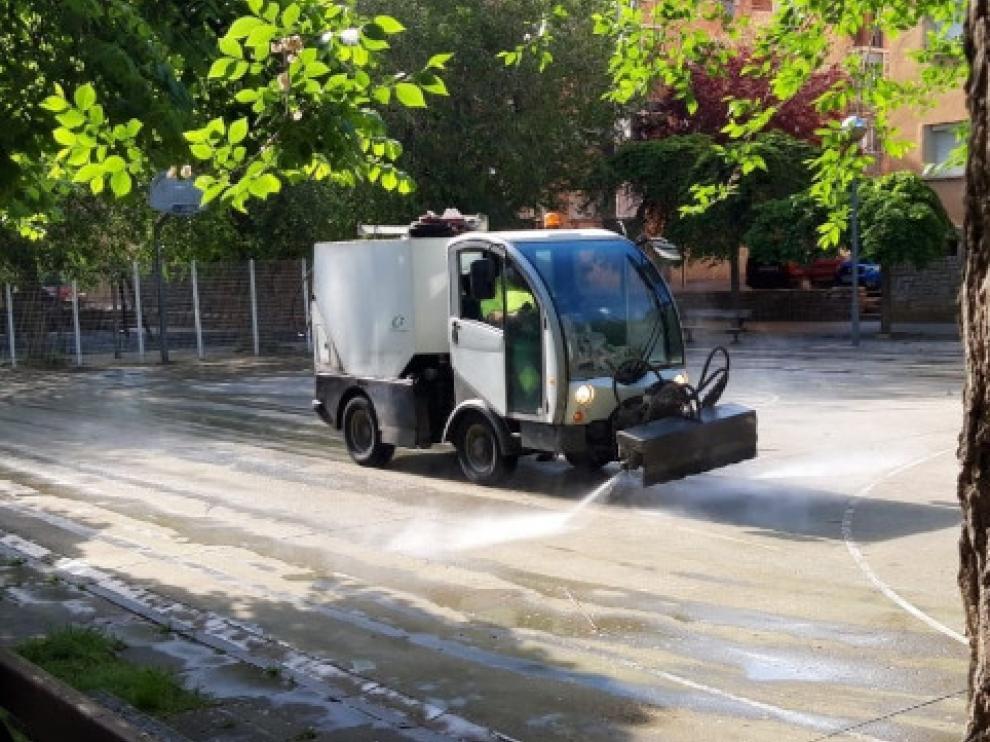Una de las máquinas utilizadas para el servicio de limpieza viaria de Huesca.