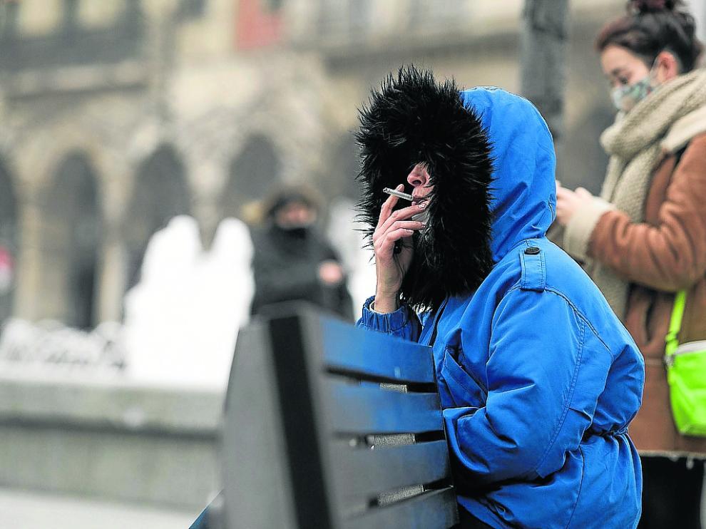 Fumar en la calle a menos de dos metros de otra persona es objeto de sanción desde agosto.